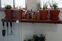 Horta em apartamento / Descubra como fazer uma horta em apartamento, veja como escolher o local ideal, dicas do que plantar e muitas inspirações para montar já a sua hortinha!