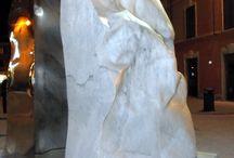 Il Blog: Helidon Xhixha / Helidon Xhixha, un'artista Albanese che nelle sue sculture utilizza con delle tecniche innovative e specializzate l'acciaio inox, incluse alcune opere in vetro di Murano e in marmo statuario.