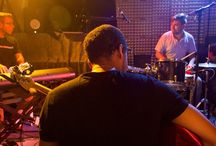 Jam Atome - Emission radio musicale / Jam Atome, la nouvelle émission radio qui vous fait découvrir des jam sessions authentiques tous les deuxièmes mardi du mois à 11h et à 18h30 sur RCF Charente.  Dans les coulisses de Jam Atome, c'est la rencontre des musiciens et des genres qui nous éclaire sur l'art de la musique improvisée.