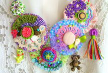 Colares coloridos artesanais