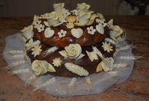 Korovai / Pane dolce tradizionale che si usa realizzare per gli sposi per augurargli amore e prosperità, è tipico dell'Ucraina e di altri paesi dell'est