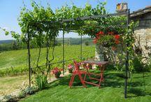 Tables & Chairs / Tavoli e sedie pieghevoli in legno per la tua vita in giardino. / Folding tables and chairs for your garden.