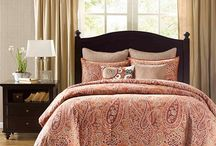 Vacation Rental: Bedding / Bedding can make all the difference when it comes to visual impact online. Colors, patterns and luxuriousness may sway a future renter your way.