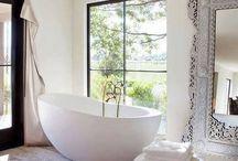Interior - bathroom / It's all about the bathtub