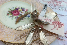 Vintage tables.....for weddings / Beautiful china, flower decoration, designs for a vintage wedding