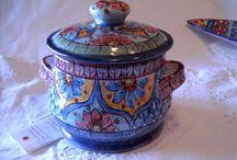 porta aglio in ceramica Interamente fatto e dipinto a mano.Decoro Geo/Floris.