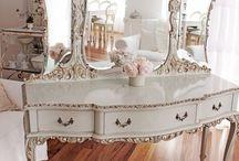 Dressing Tables, Vanity Tables, Vanity Sets. / Vanity.