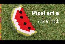 pixel art all'uncinetto