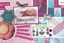 CraftEmotions Happiness / A collection matching products for cardmaking, mixed media and more. Available products: decorated paperstack, clearstamps, masks, wooden ornaments