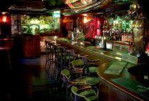 Photoshoot: Dive Bar.