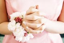 Bridemaids / Gelin damat-nedimeler- aksesuarlar -Bridemaids- bridal - girls- wedding photos with friends- cute- shot- bride- groom- balon
