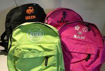 Kinderkoffertje en tassen met naam / Kinderkoffertje voorzien van eigen naam en afbeelding naar keuze.