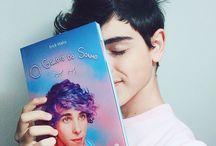 Erick Mafra  Repostando foto de vocês com o livro #OGarotodoSonho no #DiaDeAmarInfinito