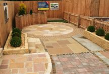 Paving Display Areas / An insight into some of the countries leading paving display areas. To view a magnificent range of quality paving, you can take a trip to these landscape centres, to see a vast choice of paving styles. Many of these suppliers stock and supply paving from the UK's finest manufacturers and wholesalers as well as their own ranges of paving. Manufacturers include Marshalls, Pavestone, Global Stone, Brett Landscaping, Bradstone, Bowland Stone and Kilsaran to name a few. Visit PriceMyMaterials.com