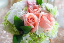 ARTFLOWER: GOLD, PINK AND MINT EVENT / A MIX OF DIFFERENT VASES AND FLOWERS