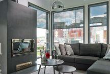 Asuntomessut Vantaalla 2015 | Kohde 17: Villa Beauty / Honkatalojen messutalo Villa Beauty on moderni koti puusta. Kaksikerroksinen 209-neliöinen talo on suunniteltu nelihenkisen perheen toiveiden mukaiseksi ja pitää sisällään myös perheen äidin kauneudenhoitoalan yrityksen työtilat. Kivitalomaisen pelkistetty design yhdessä valkoisen ulkovärin kanssa antaa talolle veistoksellisen ilmeen.Kokonaisuuden viimeistelee viimeistä yksityiskohtaa myöten harkittu sisustus.