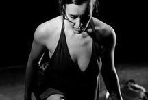 DANÇA CONTEMPORÂNEA / Olá! Sou bailarina, coreógrafa, professora de dança e instrutora de Flymoon. Uma pessoa em constante movimento! Como utilizar a técnica da dança a serviço da presença cênica? Como ser realmente saudável através do movimento?