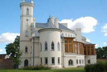 Patrykozy - Pałac / Pałac w Patrykozach wybudowany w latach 40-tych XIX wieku na zlecenie generała Teodora Szydłowskiego.  Projekt do pałacu sporządził architekt Franciszek Jaszczołd.  Niewykluczone, że architekt był pod wpływem twórczości Adama Idźkowskiego, gdyż tylko w jego sztuce pałac znajduje jakieś odpowiedniki. Obecnie własność prywatna - organizacja przyjęć.