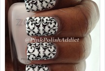 Black and White Nails / by Carolina Garcia