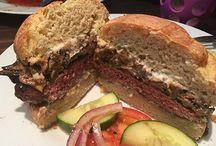 Gluten-Free Hamburger Buns / Delicious gluten-free hamburger buns and hamburgers