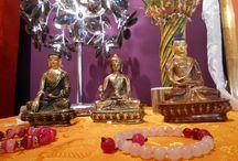 Dekorationsgegenstände / Nepalesische Kunst ist bekannt für ihre originelle Ästhetik, die das reiche kulturelle Erbe und die Spiritualität des Landes widerspiegeln. Die von Hand gefertigten Einzelstücke bezaubern durch exotischen Charme.