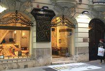 TIENDA SAMARKANDA EN VALENCIA / En la calle Pizarro de Valencia, encontramos esta magnifica tienda, al pasar el umbral de su puerta nos encontramos con obras de arte en el suelo y en las paredes,piezas únicas y exclusivas que nos trasladan a otras partes del mundo.Mis alfombras se pueden ver y comprar en este maravilloso espacio que es SAMARKANDA, un lujo para los sentidos.