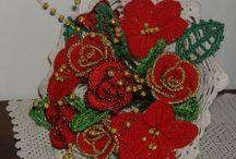 fiori a uncinetto / composizioni di fiori a uncinetto