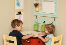 Children's craft table ideas / Lots of inspiration to make a children's craft table area.
