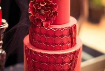 Red Wedding Cakes / Wedding cakes with a little or a lot of red! Perfect for a dramatic or romantic wedding.
