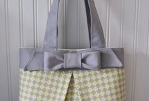 Bag with pleat and bow