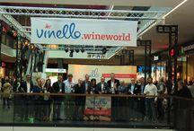 Impressionen VINELLO.wineworld / VINELLO.wineworld ist eine #Weinmesse für Weinexperten und Weinliebhaber, die zum ersten mal  Anfang April in der Centrum Galerie Dresden durchgeführt wurde. Aus einem großen Weinsortiment wurden viele #Weine verkostet. Die Messe fand gleichzeitig mit der Eröffnung des VINELLO.stores statt. https://goo.gl/4fPVGc