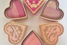 Sweethearts Flush Blush / Choose from three no-fail color palette blushes to take the guesswork out of creating a sweet, romantic flush in Candy Glow, Peach Beach and Something About Berry.