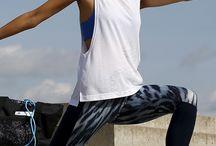 Yoga@OTTO / Namasté! Der Weg zum inneren Gleichgewicht ist doch gleich nochmal so schön, wenn das Outfit stylisch ist und auch noch richtig viel Bewegungsfreiheit bietet. Deshalb findest du hier viele aufregende Looks für drinnen und draußen, die sportlich-funktional und modisch zugleich sind. Viel Spaß beim Training!