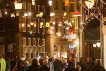 Zwolle / Zwolle is de hoofdstad van de Nederlandse provincie Overijssel en tevens Hanzestad.  Zwolle ligt aan het Zwarte Water en de Overijsselse Vecht en is via het Zwolle-IJsselkanaal verbonden met de IJssel. De stad ligt aan de rand van de landstreek Salland. De gemeente telt 123.211 inwoners (1 januari 2014, bron: CBS) en is qua inwonertal de tweede stad van Overijssel, na de stad Enschede. Zwolle heeft een oppervlakte van 111,33 km².