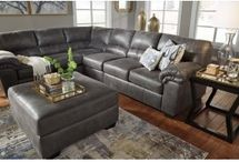Living Room Furniture / Foothills Living Room Furniture