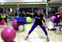 Fitness workout. / Actividad deportiva.