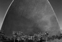 """Arquitectura / """"La arquitectura es vida, o por lo me la es la vida misma tomando forma y por lo tanto es el documento más sincero de la vida tal como fue vivida siempre""""   Frank Lloyd Wright"""