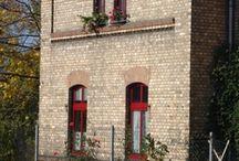 Janelas na Alemanha - Typical german Windows / Uma pequena coleção de janelas fotografadas na Alemanha. #arquitecture #doors #isolation #vidroduplo #design #windows #pvc #persiana #portas #inspiration