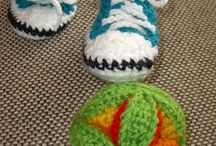 crochet shoes and socks / crocheted shoes