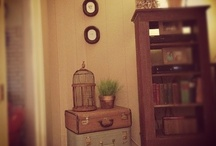 Vintage suitcase ideas / by Jamie Kirkpatrick Williams