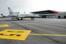 Aeropuerto de Albacete / El aeropuerto de Albacete se encuentra situado al sur de la capital, en la zona conocida como Los Llanos, en el término municipal de Albacete. Es una base aérea abierta al tráfico civil.