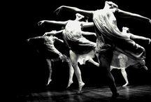 Contemporary dance / Zagreb Youth Theatre produces contemporary dance pieces! Take a look at our dancing inspiration!