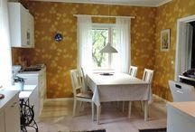 rintamamiestalon keittiö / Rintamiestalon keittiö, tapetti; Kiurujen yö