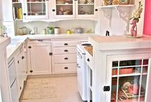 itty bitty kitchen ideas / by Tammy LaPlante