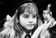 HARRY POTTER  / Harry, Hermione, Ron, Neville ..