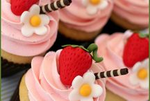 Designer Cakes and Pastries / by Rebecca Hornsby