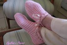 sapatos e meias em crochê