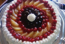 Patriotic Holiday Recipes / Celebrate patriotic holidays with these simple red, white and blue dessert recipes