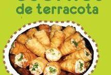 Cuernos de terracota / Son pasteles elavorados con masa de hojaldre en forma de cuerno y rellenos de una ensalada de pollo con verduras y mayonesa