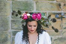 flower crowns / Gorgeous inspiration for those that dream of wearing flowers in their hair on their big day.